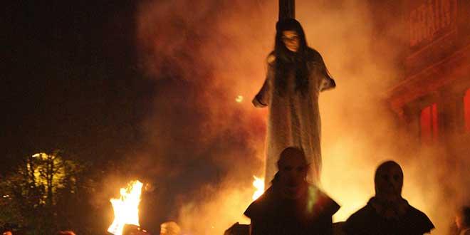 Bruja quemando