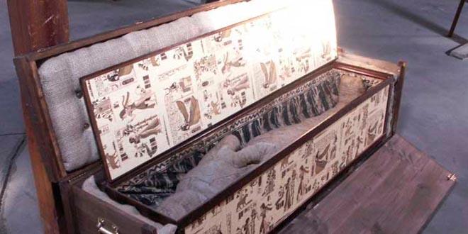 Niño descubre momia