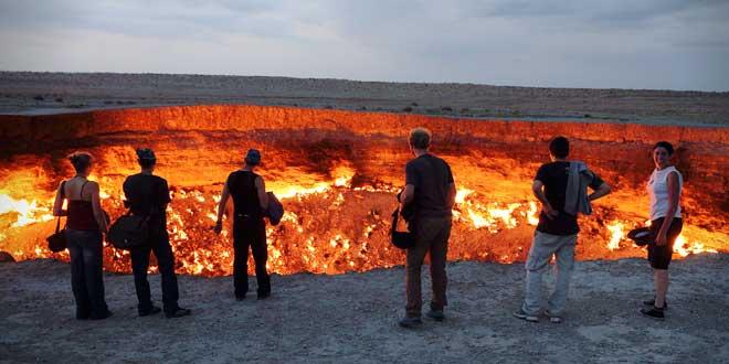 La-puerta-del-infierno-de-Derweze,-Turkmenistan